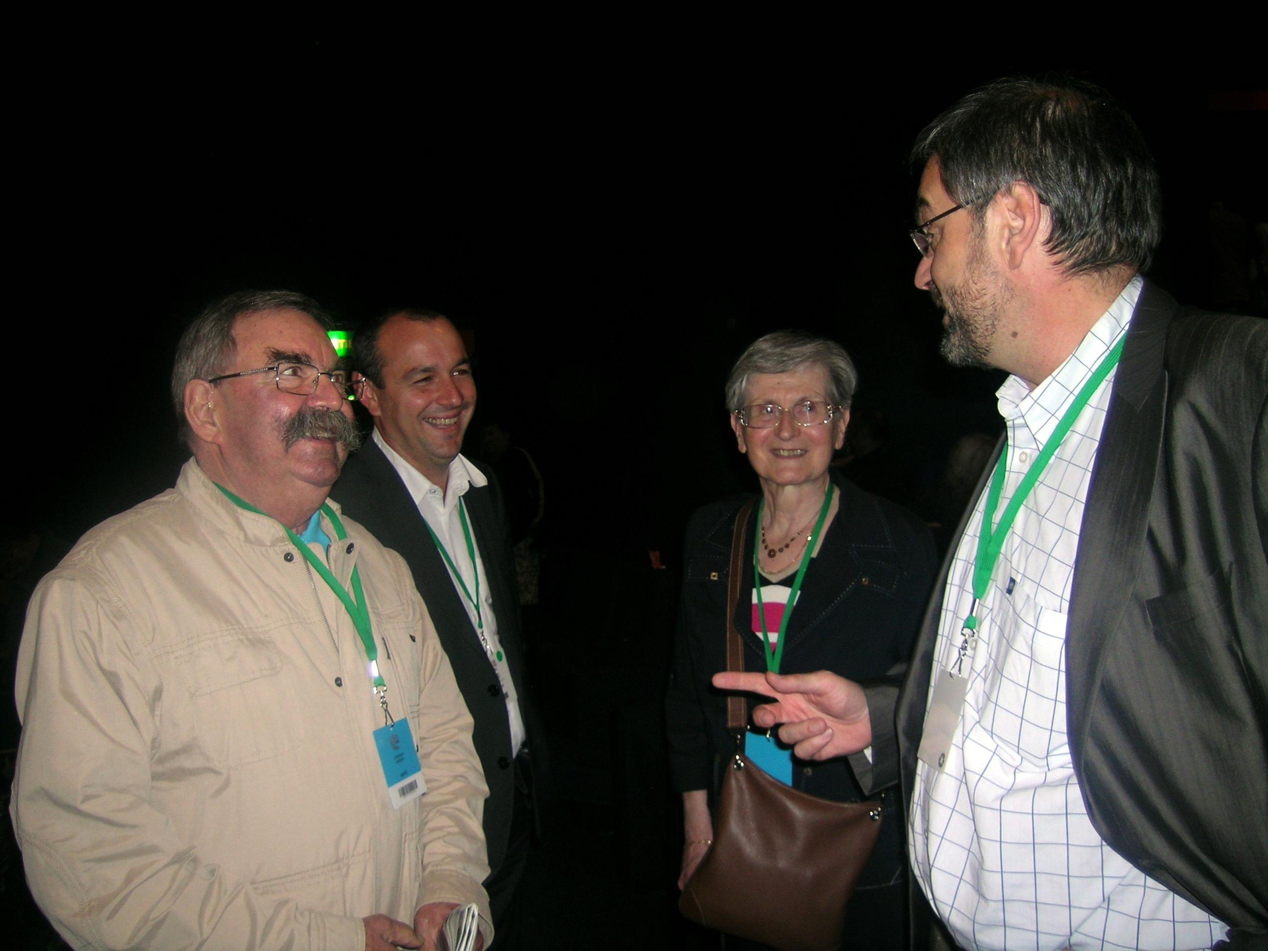 Laurent Berger, entouré de jacques Chérèque et de son épouse et de leur fils François, lors du congrès CFDT de tours en 2010. (Pierre Nouvelle)
