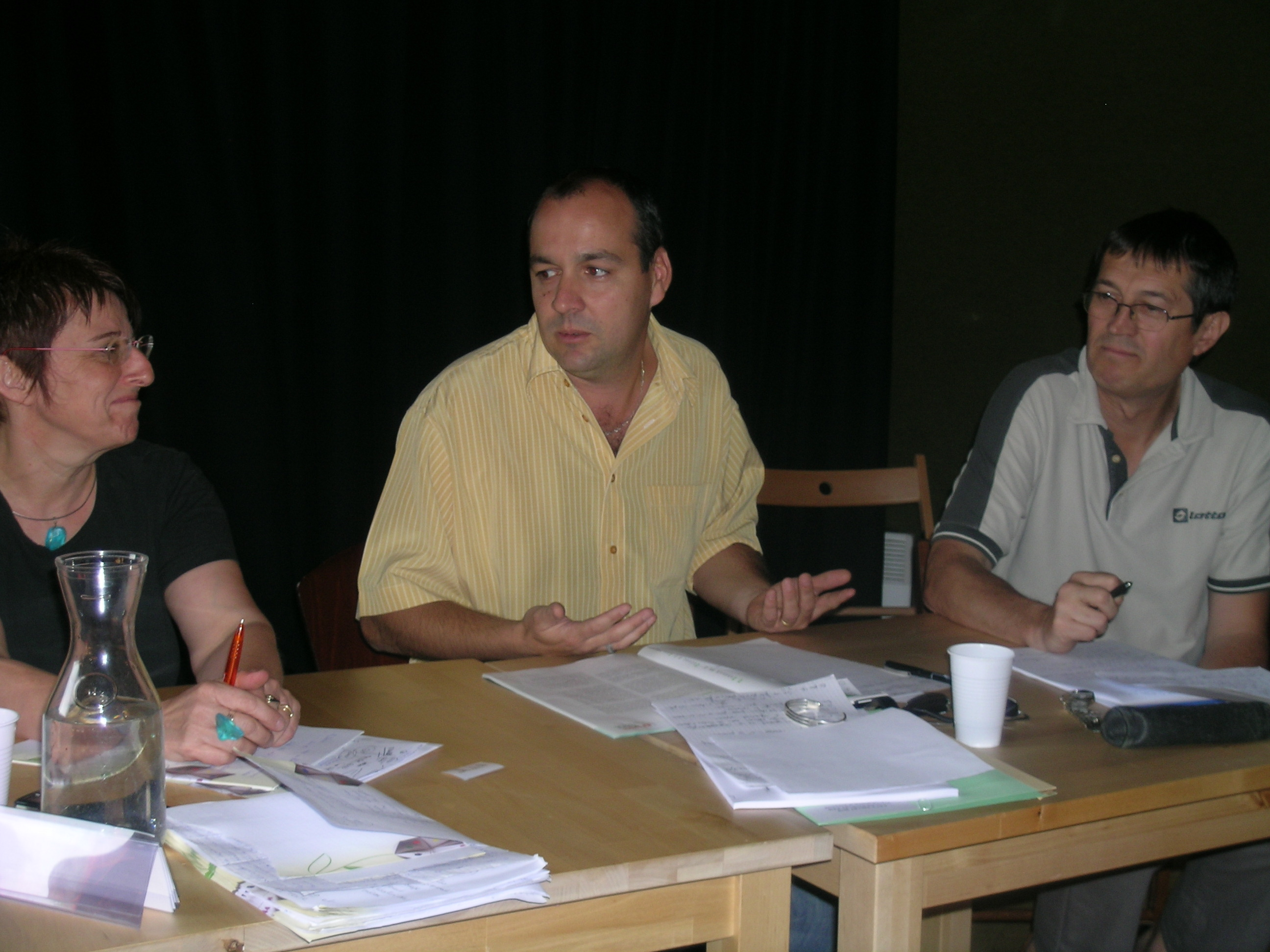 Laurent Berger, entouré d'Elisabeth Le Gac et Jean-Pierre Laurenson, responsables CFDT rhonalpins, lors de l'Université d'été 2010 en Savoie (Pierre Nouvelle)