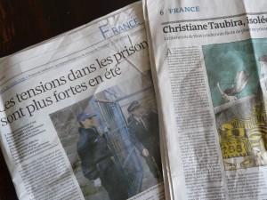 Les quotidiens  La Croix et Le Monde du 7 août remettaient les pendules à l'heure (© Pierre Nouvelle).