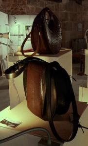 Pour Sylvie Moschard, le cuir est un matériau familier qu'elle magnifie dans des objets comme les sacs (© Pierre Nouvelle).