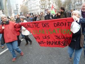 Parmi les motifs de manifestation, la dernière circulaire du ministre de l'Intérieur concernant le renvoi des étrangers ne bénéficiant plus du droit d'asile (© Pierre Nouvelle).