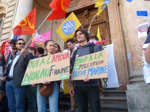 Quelle suite les organisations politiques et syndicales donneront-elles à la mobilisation de la jeunesse ? (© Pierre Nouvelle).