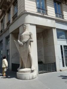 Comme Francis Chirat, Gilbert Dru ou Claude Chambonnet honorés au monument du Veilleur de pierre, des lyonnais de toutes sensibilités politiques et confessions participèrent à la Résistance (© Pierre Nouvelle).