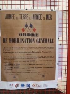 1er août 1914 : le tocsin sonne, l'appel à la mobilisation est placardé. La grande boucherie va commencer... (© Pierre Nouvelle).