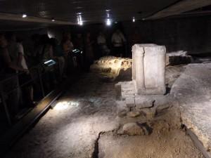 Autel, colonnettes... témoignent d'une présence chrétienne dès le IVe siècle de notre ère (© Pierre Nouvelle).