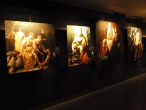 Tout démarre au sous-sol par une rétrospective des œuvres du peintre de la lumière (© Pierre Nouvelle).