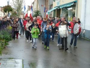 Un défilé pour ouvrir les cérémonies patriotiques (© Pierre Nouvelle).