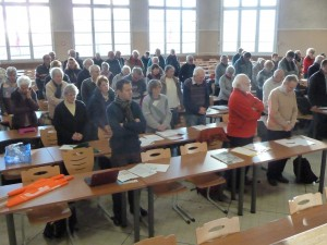 Au lendemain des marches silencieuses, l'assemblée générale des retraités CFDt du Rhône a débuté par une minute de silence pour les dix-sept personnes assasinées, dont un militant CFDT: Bernard Maris (© Pierre Nouvelle).