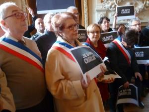 Dans la capitale du Morvan, près de 500 personnes ont répondu à l'appel du maire et de son conseil pour honorer les morts de Charlie Hebdo (© Pierre Nouvelle).