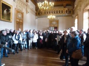Une affluence des grands jours : beaucoup ne pourront entrer dans le salon d'honneur de la mairie (© Pierre Nouvelle).