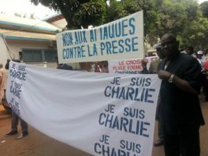 En Guinée, de nombreux journalistes sont entravés dans l'exercice quotidien de leur métier, voire même menacés de mort (© DR).