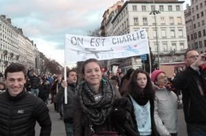 A Lyon comme partout ailleurs, démocratie, solidarité, fraternité motivaient les marcheurs (© Pierre Nouvelle).