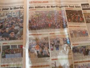 Comme dans beaucoup de communes du Nord Isère, on a marché dimanche pour se dresser contre l'obscurantisme et faire émerger la lumière pour l'avenir (© Pierre Nouvelle).