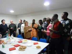 Autour de Christine Cognat, journaliste et présidente de Reporters solidaires, des collègues burkinabés, guinéen et maliens accueillis par l'association lyonnaise (© Pierre Nouvelle).
