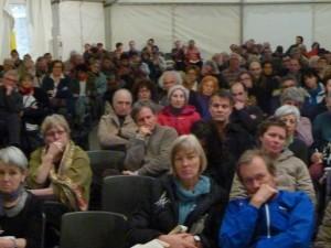 Lors du 29e salon-rencontres Primevère de l'alter-écologie, le public a interpellé les journalistes sur le rôle de lanceurs d'alerte de leurs revues (© Pierre Nouvelle).