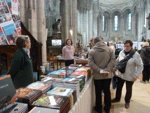 Vente de livres, débats avec des élèves et dédicaces par des dessinateurs, trois église d'Angoulême n'ont pas désemplies pendant le 42e festival d'Angoulême (© Pierre Nouvelle).