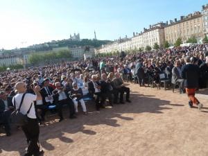 La place Bellecour était noire de monde pour un vibrant hommage aux victimes et aux rescapés du génocide arménien (© Pierre Nouvelle).