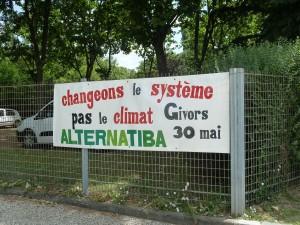 Plusieurs centaines de personnes ont visité le Village des alternatives Alternatiba à Givors (© Pierre Nouvelle).