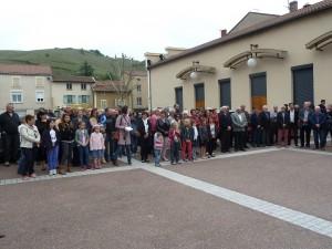 A Ampuis, une centaine d'enfants, jeunes et adultes était venue pour se souvenir (© Pierre Nouvelle).