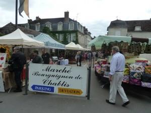 Quand on visite la région le dimanche, le marché bourguignon est un liue où il faut passer (© Pierre Nouvelle).