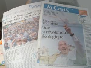 Alors que la seconde encyclique du pape FRançois n'était pas parvenue dans les librairies, le quotdien La Croix la publiait intégralement dans son édition du vendredi 19 juin (© Pierre Nouvelle).