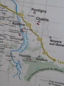 Au Nord de la Bougogne, sur une des dernières groupes morvandelles, Vézelay est un des lieux clunisiens d'exception (© Pierre Nouvelle).