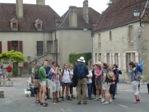 Vézelay est le point de départ d'un des sentiers vers Compostelle. (© Pierre Nouvelle).