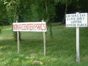 Les opposants non-violents au projet ont dû faire face aux menaces des partisans du tourisme de Pierre et Vacances (© Pierre Nouvelle).