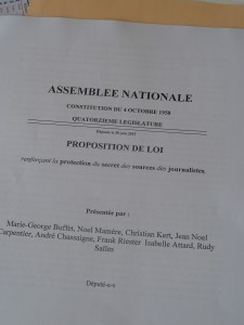 Un mois après la rencontre de l'Intersyndicale journalistes avec les édputés, huit député-e-s signaient une proposition de loi, coachés par Marie-George Buffet et Noël Mamère (© Pierre Nouvelle).