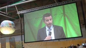 Gaël Perdiau, maire de la verte cité de St Etienne a donné le ton de la première journée des 2e Assises chrétiennes de l'écologie (© Pierre Nouvelle).