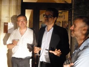 Le maire de Crest, hervé Mariton a accueilli ce concert et ses animateurs : David Colon, président de l'association organisatrice et Franck-Emmanuel Comte, conseiller artistique du festival (© Pierre Nouvelle).