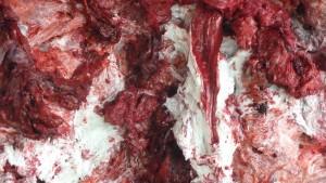 L'intensité de l'incarnation est rendu ici par ce travail sur la cire et les pigments avec la couleur rouge chère à Anish kapoor (© Pierre Nouvelle).