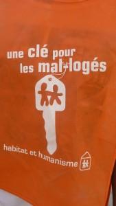 Un porte-clés : sésame solidaire vendu apr des étudiants pour ouvrir les portes à l'habitat de personnes démunies (© Pierre Nouvelle).