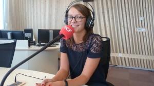Lucie baverel assure la tranche de la mi-journée sur les ondes de RCF Lyon (© Pierre Nouvelle).