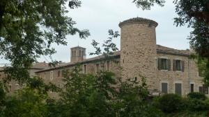 Construite au 13e siècle, la chartreuse de Ste Croix-en-Jarrest est un lieu patrimonial qui mérite la visite  (© Pierre Nouvelle).