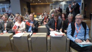 Les deux délégations suisses de l'USS et de Travail-Suisse ont voté à l'unisson avec leurs collègues européens (© Pierre Nouvelle).