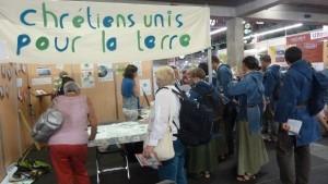 Fin août 2015, acteurs de terrain, philosophes, théologiens et grand public se pressaient au Parc des expositions de Saint-Etienne (loire) (© Pierre Nouvelle).