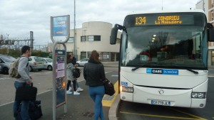 Givors et Vienne sont des pôles multimodaux où convergent vers la gare située en ville des lignes de bus de la métropole lyonnaise, du Rhône, de la Loire et de l'Isère (© Pierre Nouvelle).