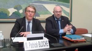 Patrick Bloche et Stéphane Travert, députés socialistes soutiennent une proposition de loi sur l'indépendance, le pluralisme et l'honnetêté de l'information qui devrait être discutée le 8 mars 2016 par l'Assemblée nationale (© Pierre Nouvelle).