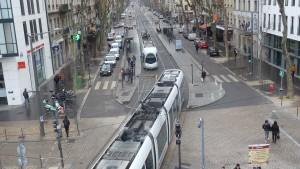 faire coexister les différents modes de déplacement sera une des questions du futur terminus du tram T2 qui s'implantera en 2019 sur l'actuelle station Suchet (© Pierre Nouvelle).