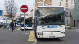 Au départ de Condrieu, les lignes vers Vienne et Givors sot menacées de suppression comme 35 % des services des Cars du Rhône sur décision du Département du Rhône (© Pierre Nouvelle).