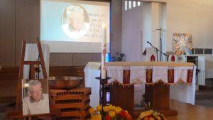 L'hommage des habitants du quartier de Bron-Parilly a débuté par une cérémonie en l'église du Christ-Roi (© Pierre Nouvelle)