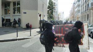 Des jeunes étaient aussi venus pour en découdre, et les syndicalistes organisateurs n'ont pas été pendant longtemps en tête du cortège le 28 avril (© Pierre Nouvelle).