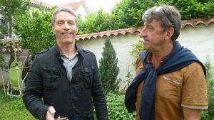 Jean-Paul Savart (France Télévisions) et Christian Lanier (Le Progrès-Groupe Ebra) : deux journalistes parmi des milliers sur le terrain de football européen (© Pierre Nouvelle).