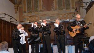 Sic harmonicistes réunis dans le Quintet harmonic et une chanteuse soprano ont offert le bénéfice des entrées de leur spéctacle produit du 16 au 18 juin à Condrieu (© Pierre Nouvelle).