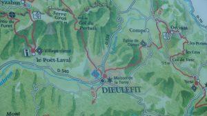 Au départ de Poët-Laval, le Sentier des Huguenots emprunte le travé de sentiers qui sillonnent le pays de Dieulefit (© Pierre Nouvelle).