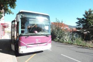 ce qui n'était pas possible il y a quelques mois est devenu réalité grâce à l'action du Collectif des usagers des Cars du Rhône : les Rhodaniens pourront monter avecd leurs propres titresq de transpoirt dans les bus de la Loire comme la ligne 131 qui relie Maclas et Pélussin à Vienne (© Pierre Nouvelle).
