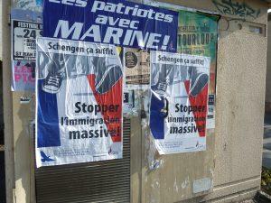 Sur les murs des communes voisines de Condrieu, comme ici à Tupin-et-Semons ont fleuri des affiches de rejet des étrangers (© Pierre Nouvelle)