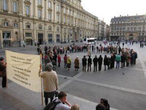 L'initiative née des communautés franciscaines n'est pas une nouveauté à Lyon. A l'image de ce Cercle de silence organisé en 2009 place des Terreaux à Lyon (© DR).