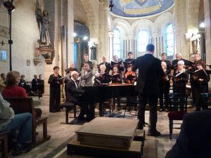Après la chorale lyonnaise Crescendo, c'est avec l'ensemble Prana que Jean-Michel Blanchon poursuit son parcours de chef de cheouer, tout en étant directeur de l'école de musique de Dardilly dans le Rhône (© Pierre Nouvelle).